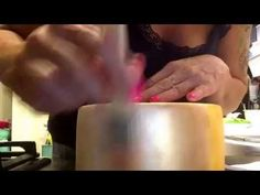 Így készíts szatén fényt a fondanttal burkolt tortádra – Tortaiskola
