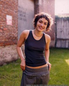 idées de coupe de cheveux – shannyn sossamon – All About Hairstyles Cute Hairstyles For Short Hair, Short Hair Cuts, Curly Hair Styles, Very Short Bangs, Shaggy Pixie Cuts, Hair Inspo, Hair Inspiration, Pelo Midi, Shannyn Sossamon