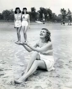 Friends at the beach, 1950s. {How cute is this flashback?}