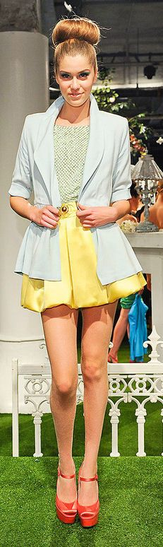 From CollegeFashion. Fashion inspiration. It is a  Prim & Polished style, with a yellow skirt, coral pumps and mint blouse. Along the colorblocking trend and really sweet :). Alice Olivia Spring 2012