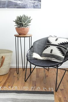 Meet the black leather Aldama Chair. This modern take on the classic Acapulco chair brings a bit of laid back, resort-style living to any space. Living Room Inspiration, Interior Inspiration, Home Living Room, Living Spaces, Acapulco Chair, Home And Deco, My New Room, Home Interior, Room Chairs