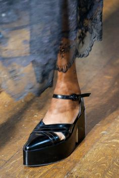 Simone Rocha #VogueRussia #readytowear #rtw #springsummer2018 #SimoneRocha #VogueCollections