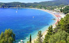Valtosstranden på Parga byder på mange afslappende dage med svalende dyp i havet. Se mere på http://www.apollorejser.dk/rejser/europa/graekenland/pargaomradet/parga