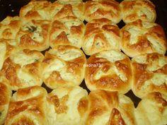 Urdoaice rumene si pufoase Romanian Food, Romanian Recipes, Bread Recipes, Cooking Recipes, No Bake Desserts, Enchiladas, Hot Dog Buns, Macaroni And Cheese, Recipies