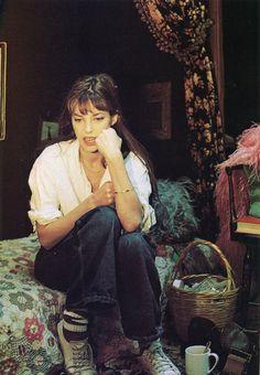 look jane birkin - Gainsbourg Birkin, Serge Gainsbourg, Baskets Plates, Style Jane Birkin, Style Parisienne, Francoise Hardy, Mode Boho, Winter Mode, Look Vintage