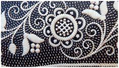 Federkielstickerei ist ein mündlich überliefertes Handwerk und wird nur noch von wenigen Menschen beherrscht, bzw. in der Familie weiter gegeben. Der... Traditional Outfits, Quilling, Display, Crafty, Embroidery, Ornaments, Detail, Art, Ideas