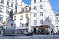 The Viennese Coffee House Culture is world famous - and since 2011 even an UNESCO intangible cultural heritage. The Viennese coffee house is described in this Greatest Adventure, Adventure Travel, Honeymoon Pictures, Heart Of Europe, Vienna Austria, Prague, Budapest, Places To Go, Scenery