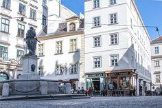 Kleines Cafe - Franziskanerplatz (c) STADTBEKANNT - Das Wiener Online Magazin