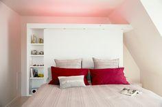 http://www.ducotedechezvous.com/petitsespaces/Gain%20de%20place/cloison-qui-fait-dressing-etageres-et-tete-de-lit,1227058278.html