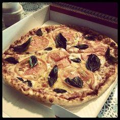 Margherita pizza at Beer o' Clock Pizza in Itaewon 2-dong, Yongsan-gu.  (August 2013)