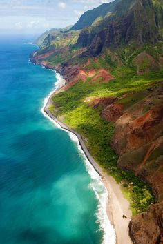 Kauai, Hawaii - I have been there, it was magnificent on the Napali Coast Line depicted on this picture. The rest of the island is gorgeous as well Places Around The World, Oh The Places You'll Go, Travel Around The World, Places To Travel, Places To Visit, Around The Worlds, Wonderful Places, Great Places, Beautiful Places