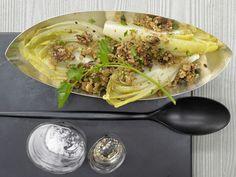 Gratinierter Chicorée - mit Parmesan-Walnuss-Bröseln - smarter - Kalorien: 220 Kcal - Zeit: 50 Min. | eatsmarter.de
