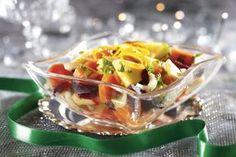 Tarjoa joulupöydässä appelsiinimarinoitua juuressalaattia perinteisen rosollin sijaan.