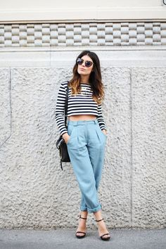 Relaxed spring outfit look heels striped crop top fashion style women casual chic Looks Street Style, Looks Style, Mode Outfits, Casual Outfits, Look Fashion, Womens Fashion, Fashion Trends, Milan Fashion, Girl Fashion