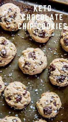 Keto Chocolate Chip Cookies - grain-free, sugar-free, low-carb cookie recipe. Amazingly gooey, delicious cocokies! #keto #chocolate #chocolatechipcookies #lowcarb #almondflour Keto Chocolate Chip Cookies, Low Carb Chocolate, Sugar Free Chocolate, Good Healthy Recipes, Get Healthy, Something Sweet, Yummy Cookies, Different Recipes, Lchf