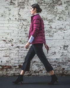 This Aether puffer jacket is the perfect thing to throw on over your daily office attire. This Aether puffer jacket is the perfect thing to throw on over your daily office attire. Office Outfits, Office Attire, Office Wear, How To Hem Pants, Illusion Dress, Puffy Jacket, Winter Wardrobe, Color Negra, Look Cool