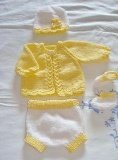 Ensemble naissance tricoté main brassière, culotte, bonnet chaussons : Mode Bébé par danielaine-tricots-enfants