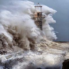 Une vague geante