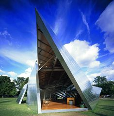 Cette année, la galerie londonienne a confié la réalisation de son pavillon éphémère aux architectes espagnols José Selgas et Lucia Cano. Le pavillon par Daniel Libeskind et Arup (2001)