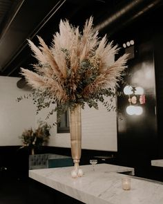 I love all the pampas grass. Anemone Wedding, Floral Wedding, Fall Wedding, Wedding Flowers, Dried Flower Arrangements, Dried Flowers, Decoration Cocktail, Grass Centerpiece, Wedding Centerpieces