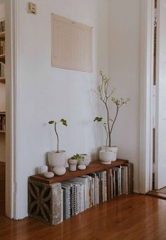 diy home decor - 59 best solution small apartment living room decor ideas 2019 57 Apartment Decoration, Diy Home Decor For Apartments, Home Decoration, Decorating Small Apartments, Log Decor, Small Apartment Living, Small Living, Modern Living, Cozy Apartment