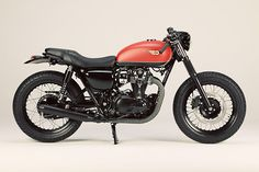 """LSL of Germany take Kawasaki's W800 back to the 1930's with a distinct Brooklands vibe. Click through to meet """"Lindy Bob""""."""