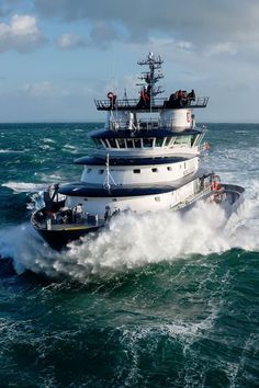 Photo credit: Florent Le Bihan / Marine nationale Merchant Navy, Merchant Marine, Fast Boats, Tug Boats, Expedition Yachts, Offshore Boats, Oil Platform, Marine Engineering, Float Your Boat