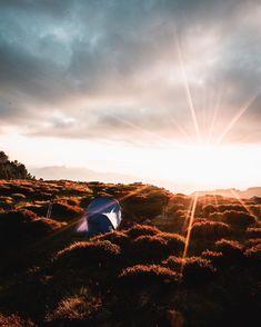 Wir waren letztes Wochenende wandern und haben zum ersten Mal dieses Jahr in den Bergen gezeltet🏕😍 unsere Learnings geben wir euch in diesem Post gerne weiter, damit ihr nicht die selben Fehler macht wie wir😂🤦🏼♀️  • nachts war es saukalt🥶 ein guter Schlafsack und mehrere Schichten Kleidung lohnen sich!👖  • Wanderstöcke sind eine echt tolle Erfindung und keineswegs nur für alte Leute😄 man ist effizienter bergauf und schont die Knie bergab!⛰  • unbedingt genügend… Camping, Country Roads, Instagram, Ursula, Post, Snacks, Blog, Old Mans, Outdoor Camping
