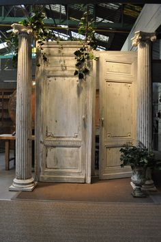 pair of wooden painted columns c.1850 Espace Nord Ouest www.espacenordouest.com