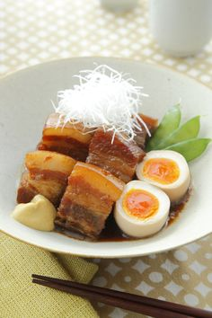 豚の角煮 半熟卵添え Buta no Kakuni (Japanese braised pork belly) Pork Recipes, Asian Recipes, Healthy Recipes, Healthy Food, Japanese Dishes, Japanese Food, My Favorite Food, Favorite Recipes, Braised Pork Belly