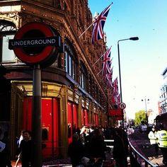 Thanks to @larak1 #Harrods #DiamondJubilee #Jubilee #Balloons #Flags