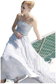 Amazon.co.jp: 【コスゾーン】大人気パーティードレス イブニングドレス カクテルドレス 演奏会 ステージ衣装 ウェディングドレス 結婚式ドレス 披露宴 発表会 サテン ビーズ 豪華なロングドレス: 服&ファッション小物