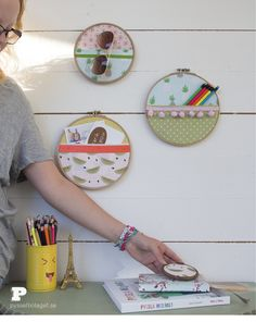 Embroidery Hoop Storage - Pysselbolaget - Fun Easy Crafts for Kids and Parents Flea Market Finds, Fun Crafts For Kids, Wall Storage, Hoop, Crafty, Embroidery, Fabric, Diy, Ideas