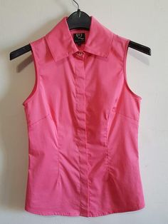 Pink cotton button down shirt. In excellent like new condition. Size 40/8 Made in Italy  *Designer Sample