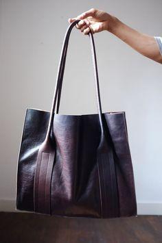 Trucs et astuces, conseils de grand mère, que faire si un sac à main sent mauvais le renfermé et lui donne une bonne odeur en le nettoyant.