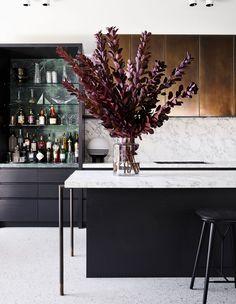 Flack Studio Flair In Fitzroy! (The Design Files) Home Design, Küchen Design, Interior Design Studio, Home Interior, Kitchen Interior, Interior Colors, Design Interiors, Apartment Kitchen, Floral Design