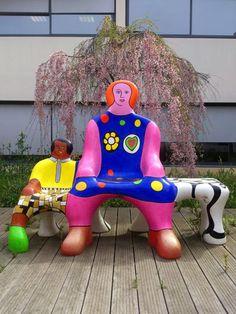 The Bench Generations - Niki de Saint Phalle Jean Tinguely, Friedensreich Hundertwasser, Alberto Giacometti, Art Mannequin, French Sculptor, Amazing Street Art, Amazing Art, Art Sculpture, Showcase Design