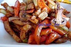 СВИНИНА «СТИР-ФРАЙ» В СОЕВОЙ ЗАЛИВКЕ  Свинина, приготовленная по-китайски в сковородке вок, отличается особым ароматом и сочной структурой при наличие хрустящей корочки. Быстрое обжаривание обеспечивается за счет особой формы сковороды                                                    ИНГРЕДИЕНТЫ:  - свинина 300 г - соус соевый 50 мл - шампиньоны 5-6 шт. - морковь 2 шт. - перец болгарский 1 шт. - лук репчатый 1 головка - масло растительное 2-3 ст.л. - крахмал 1/2 ч.л. - сок лимонный…