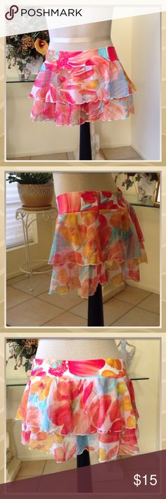 FLORA SWIM SKIRT NWOT PRETTY SWIM SKIRT COVER UP TOO CUTE GREAT FOR A TRIP TO HAWAII Be creative Swim Coverups