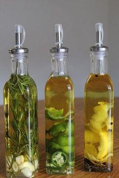 DIY Infused Olive Oil- soooo yummy on veggies and salad Flavored Oils, Infused Oils, Cooking Tips, Cooking Recipes, Food Gifts, Diy Food, Chutney, Food Hacks, Herbalism