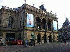 Det Kongelige Teater  by Bernadete