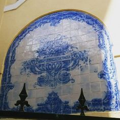 #vintage #vintagestuff #vintagedecor #Lisboa #Lisbon #lisbonne #lisboanarua #lisboa_lovers #lisboacool #lisboaélinda #lisbonlive #Bestoflisbon #welovelisbon #colors #tiles #wall #pattern #azulejosportugueses #azulejos #azulejoslisboa #visitlisboa #instagramcml #colorsplash #arteurbano #tileporn #tileaddiction #tiled #tile #tiled #surrealejos #wall #azulejoportugues by hugosilvapereira