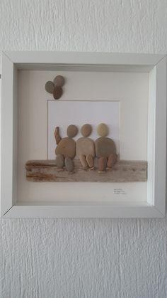 No:31 Üç Arkadaş by Nebiye Karataş Marmara. 25cmx25cm. Pebble Art.