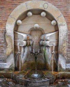 La Fontana dei Libri , ROMA (si trova in via degli Staderari, nome che ricorda gli antichi fabbricanti )