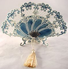 Blue and white fan Antique Fans, Vintage Fans, Hand Held Fan, Hand Fans, Old Fan, Marianne Design, Vintage Accessories, Fashion Accessories, Beautiful Hands