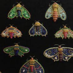 いいね!3件、コメント1件 ― Azumi Sakataさん(@zoomy)のInstagramアカウント: 「Moths #azumisakata #embroiderybrooch #mothbrooch #moth #embroidery #embroideryart…」