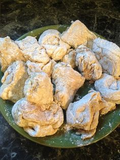 After the 10 minutes I put them on the side to be fried Chicharones Recipe, Goya Recipe, Honduran Recipes, Mexican Food Recipes, Pollo Chicken, Fried Chicken, Dog Recipes, Cooking Recipes, Yummy Recipes