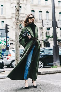 ガウンコート風にアレンジ。 発想がステキ。 - 海外のストリートスナップ・ファッションスナップ