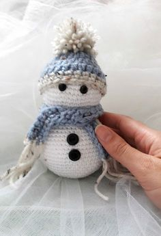 """This little snowman is the perfect to bring cuteness to our Christmas decoration. The first one i made was a gift for another """"crocheter"""" in a lovely meeting we had. The result was so c… Crochet Christmas Decorations, Christmas Crochet Patterns, Crochet Christmas Ornaments, Crochet Decoration, Holiday Crochet, Crochet Snowflakes, Christmas Knitting, Christmas Snowman, Octopus Crochet Pattern"""