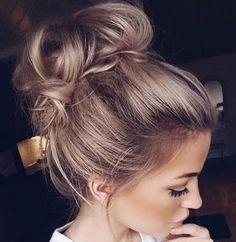 Steek jouw haar eens mooi op! 10 prachtige voorbeelden van opgestoken creaties voor dames met lang haar. - Kapsels voor haar